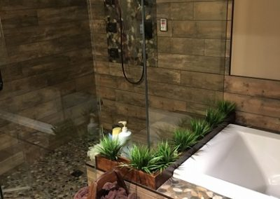 Tile/Pebble Shower & Tub